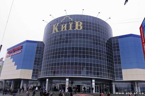 694c8ca6b79a Центр состоит из торговой и развлекательной частей  первая охватывает около  50 магазинов, в частности, спортивный супермаркет, супермаркет техники и ...